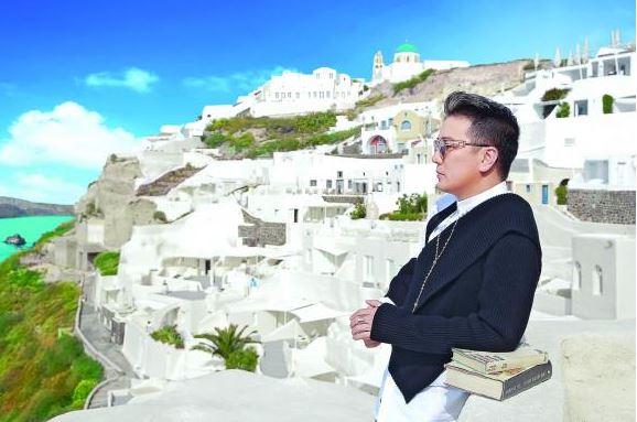 Dam Vinh Hung tung bo anh tai Santorini dep den nao long 1