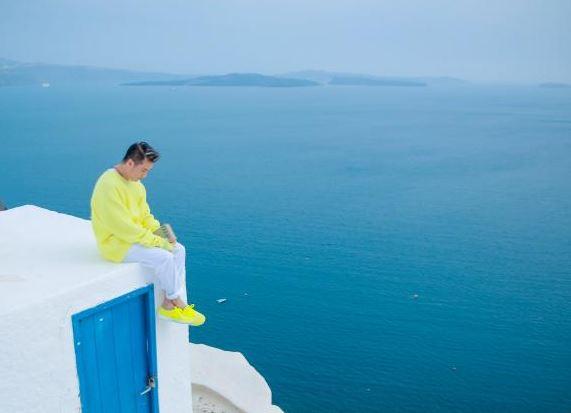 Dam Vinh Hung tung bo anh tai Santorini dep den nao long 5