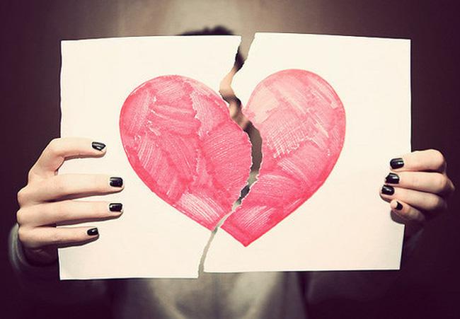 Những dấu hiệu cô ấy không yêu bạn thật lòng